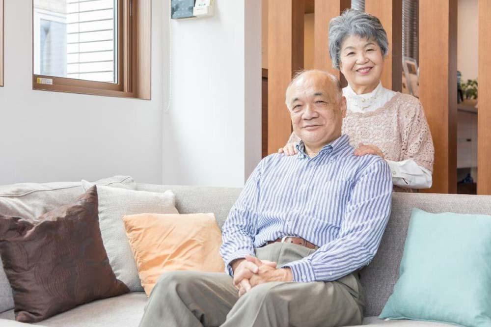 高齢者の見守りサービスとは?特徴と用途に合わせた選び方